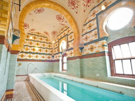 The-Harrogate-Girl-Turkish-Baths-pool-2